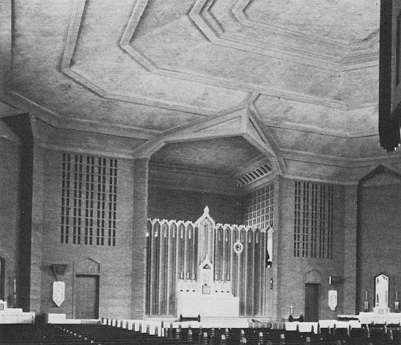 stpats_racine_early_interior